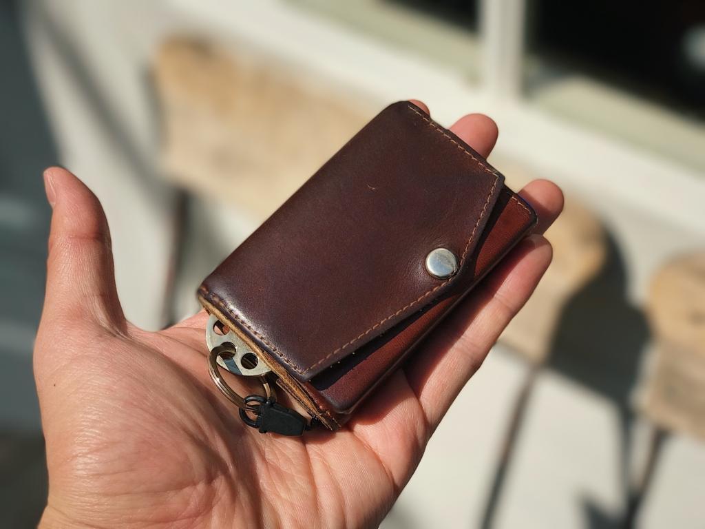 アブラサス「小さい財布」レビュー。ブッテーロの手触りと確かな機能性。