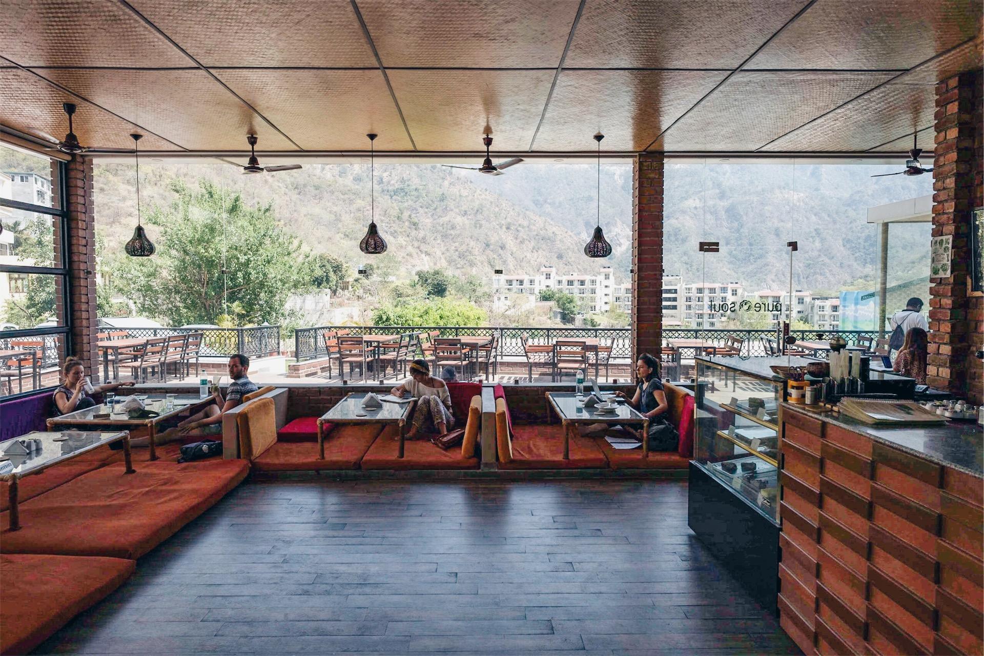 ヨガの聖地「リシケシ」でのんびり作業できるおすすめのWi-Fiカフェ 3選|インド