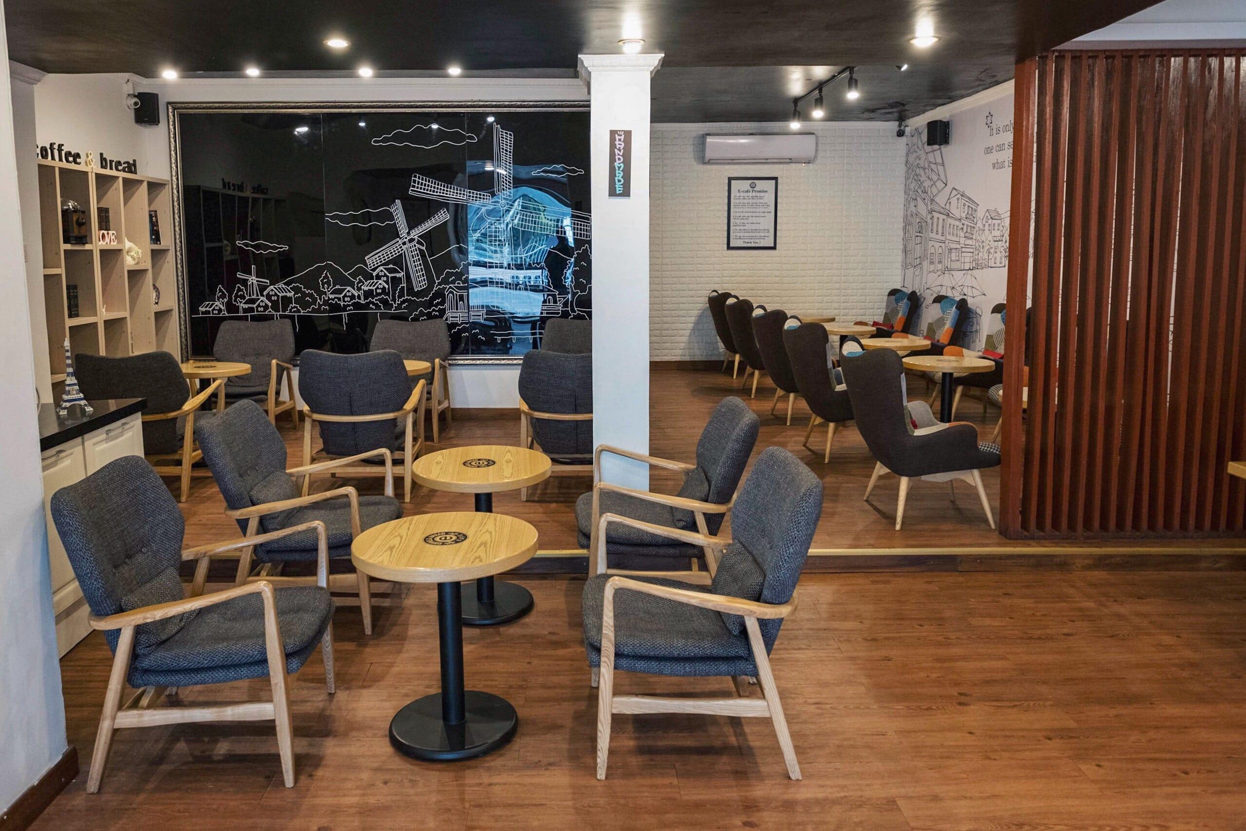 日本と変わらずノマドワークできるコロンボのWi-Fiカフェ「e-CAFE」|スリランカ