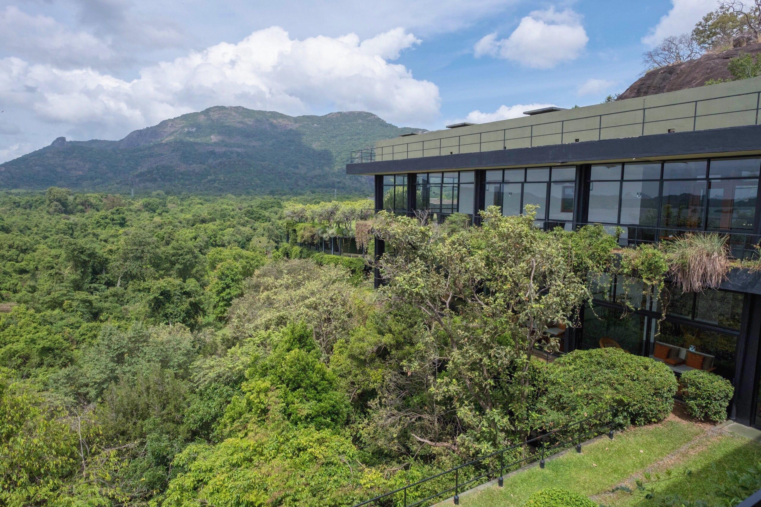 自然に溶け込むバワ建築ホテル「ヘリタンスカンダラマ」の魅力と行き方|スリランカ