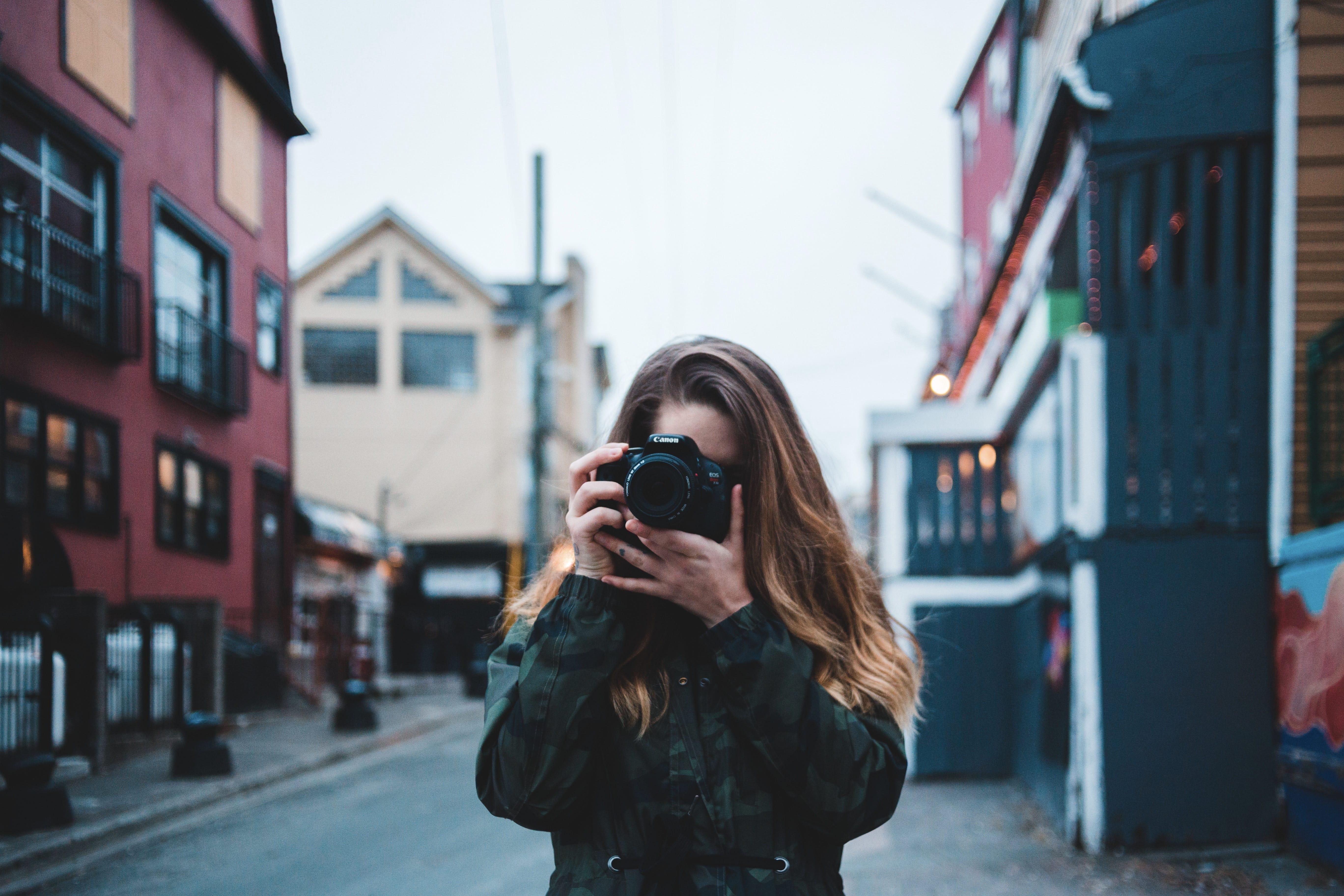 【実体験から解説】海外旅行のおすすめカメラと持ち歩きの注意点【2019年版】
