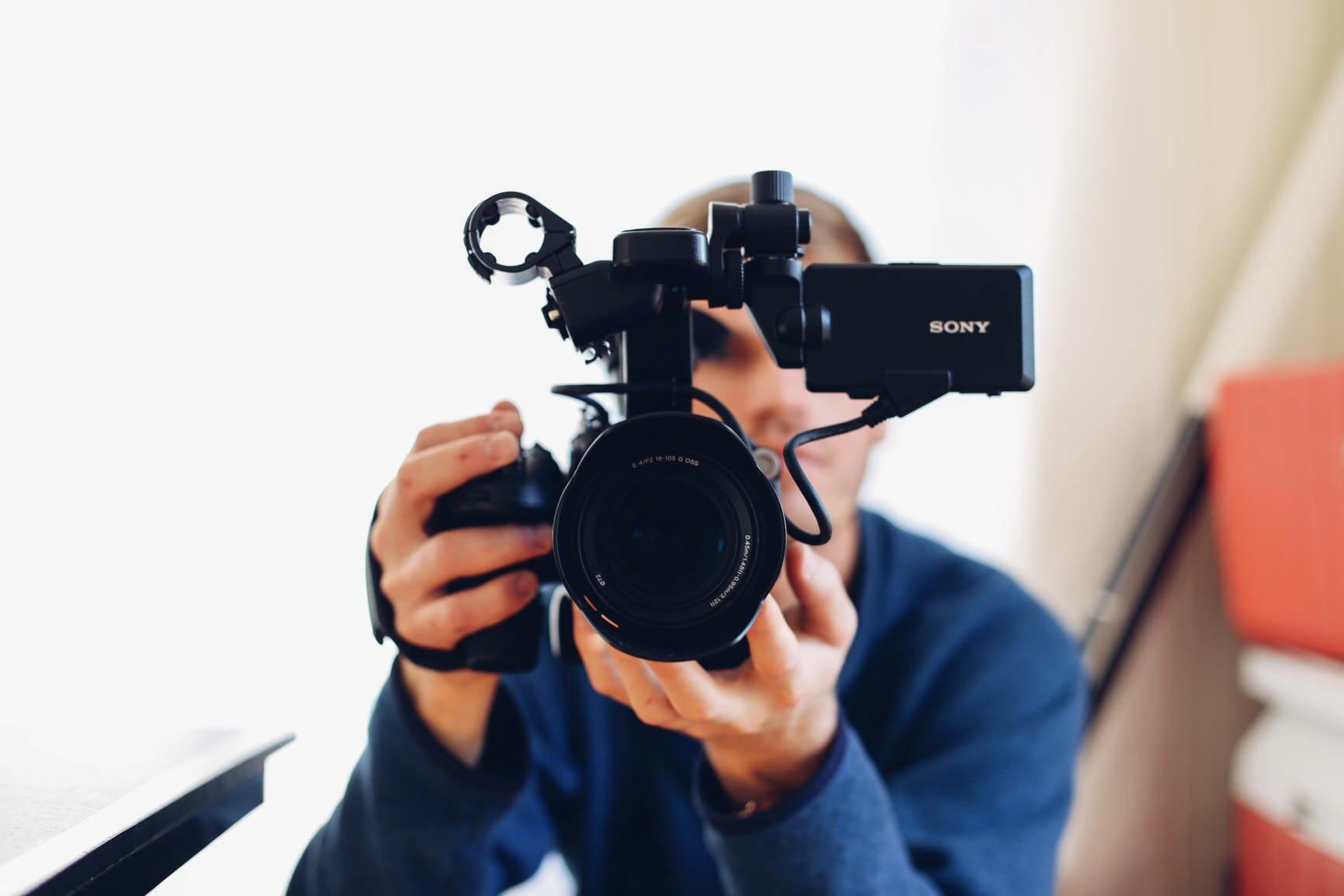 Vlogが人気な理由とその魅力【種類と収益の仕組みも解説】